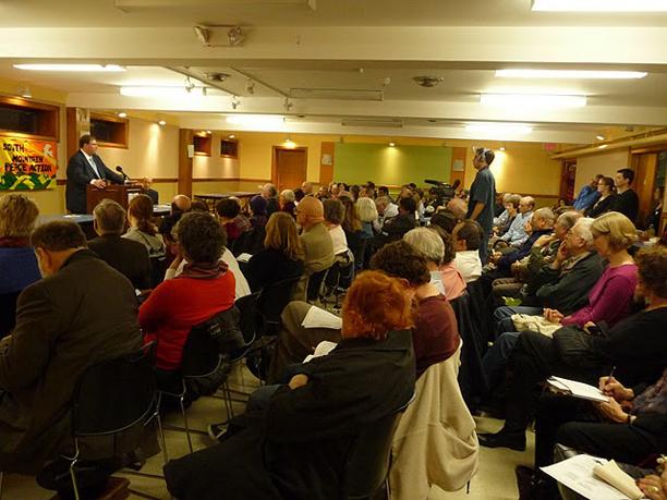 Hussein crowd1 8.jpg
